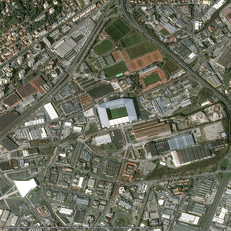 The Geoffroy-Guichard stadium underwent major transformations and has the capacity to hold 42,000 spectators