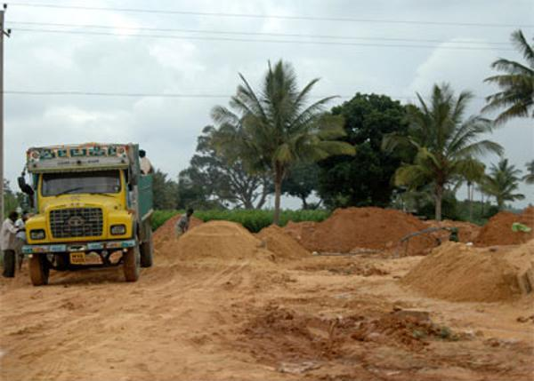 State govt of Andhra Pradesh passes order to excavate seven lakh cubic metres of sand from mid-Manair, for developing irrigation projects