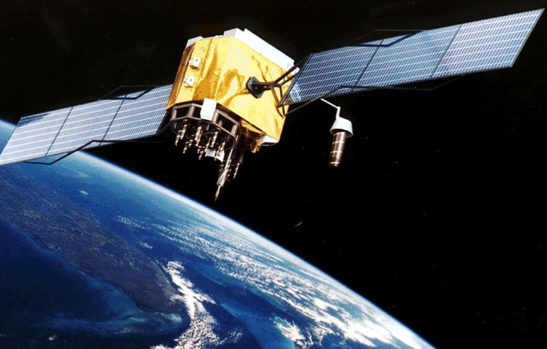 Satellite-based tracking system to track birds and animals movements