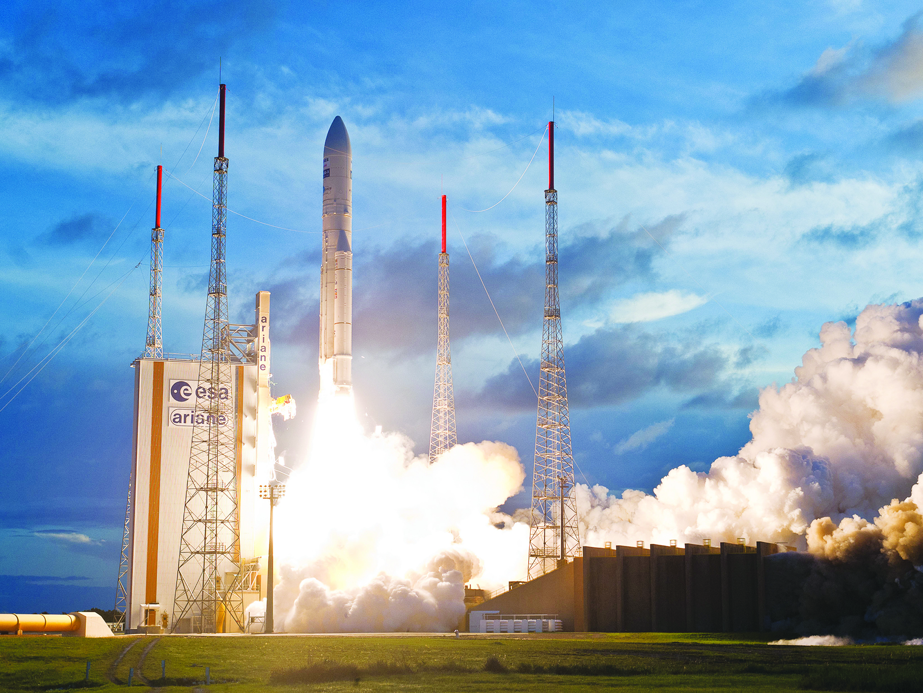 airbus-defence-and-space-and-arianespace-announce-the-signature-launch-service-contract