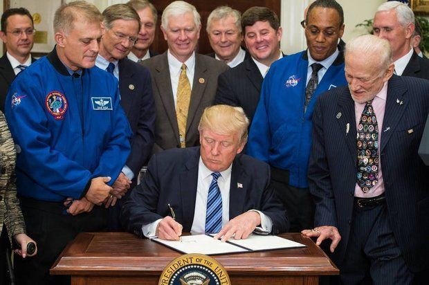 donald-trump-signs-order-to-create-national-space-council
